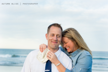 couple-laughing-with-notes-at-beach